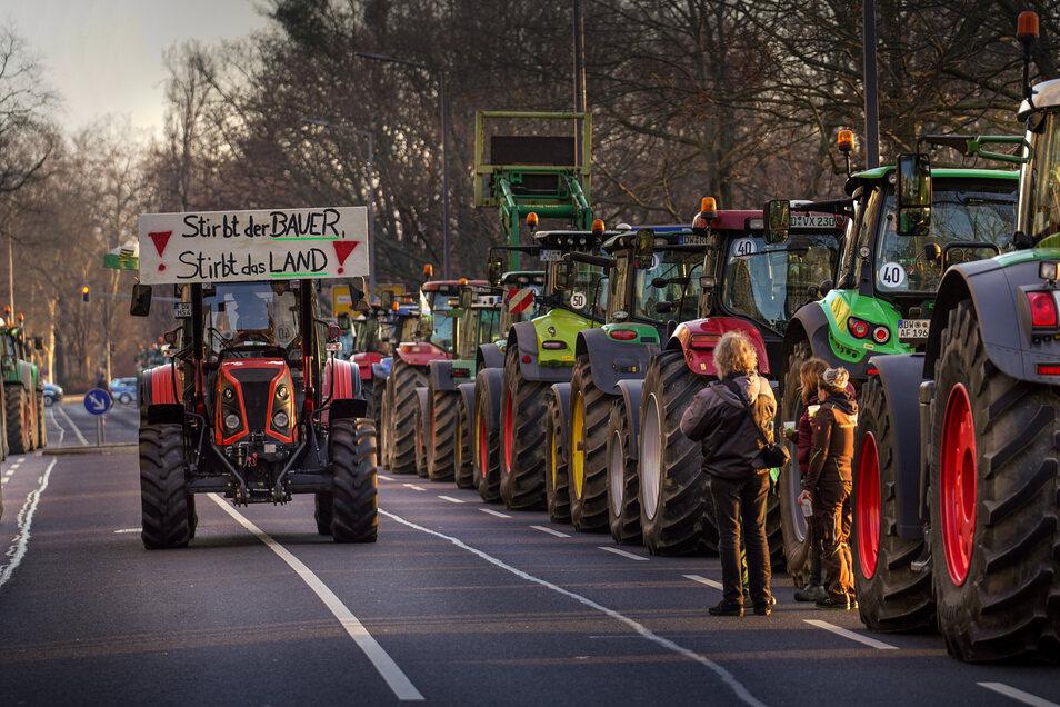 So sah die Traktordemo im Januar aus. Nach Angaben der Organisatoren waren Bauern mit mehr als 1.000 Traktoren dabei.