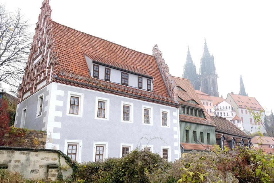 Das spätgotische Prälatenhaus an den Roten Stufen gilt als ältestes Wohnhaus in Meißen.