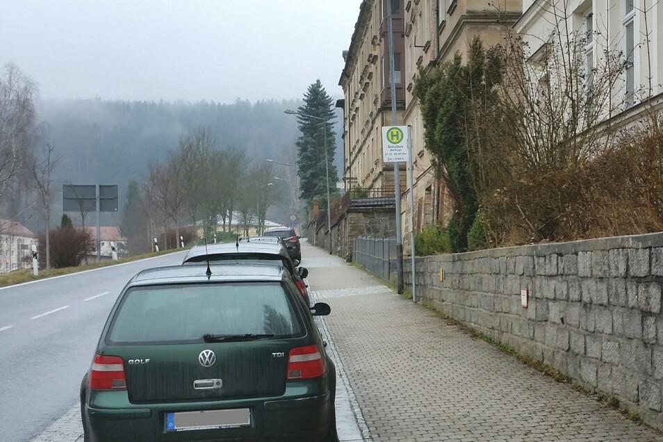 Das Haus Schandauer Straße 32 ist gesichert. Die Bushaltestelle wurde aber vorsorglich doch verlegt.