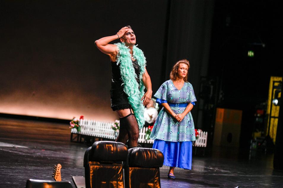 Herziges Selbstzitat: Ahmad Mesgarha (mit Anna-Katharina Muck) in seinem Rocky-Horror-Kostüm von 1993.