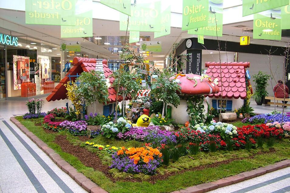 Auch dieses Jahr ist das Lausitz-Center in Hoyerswerda wieder liebevoll frühlingshaft und österlich bepflanzt und dekoriert.