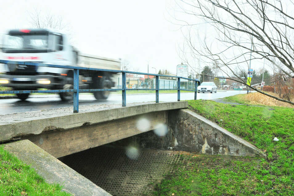 Die Brücke über den Hopfenbach im Zuge der Mülbitzer Straße wird ab Ende September erneuert und dazu voll gesperrt.