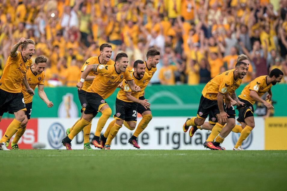 Der Jubel nach dem letzten Schützen: Vor vier Jahren warf Dynamo den Bundesligisten RB Leipzig aus dem Pokal – im Elfmeterschießen.