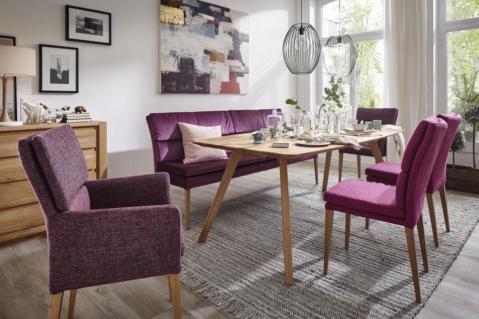 Die Natura Tischgruppe in Eiche und Fuchsia - statt 2.893€ jetzt für nur 1.998€. *Angebot gilt ohne Sessel
