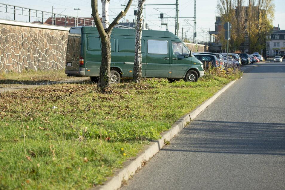 In der Güterhofstraße wird die Stadt Grundstücke entlang der Bahnstrecke für Parkplätze erwerben - maximal 300 Meter Fußweg zu den Läden in der Bahnhofstraße.