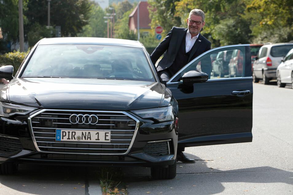 Pirnas OB mit neuem Hybrid-Dienstwagen: günstiger als vergleichbare Benzin- und Dieselmodelle.