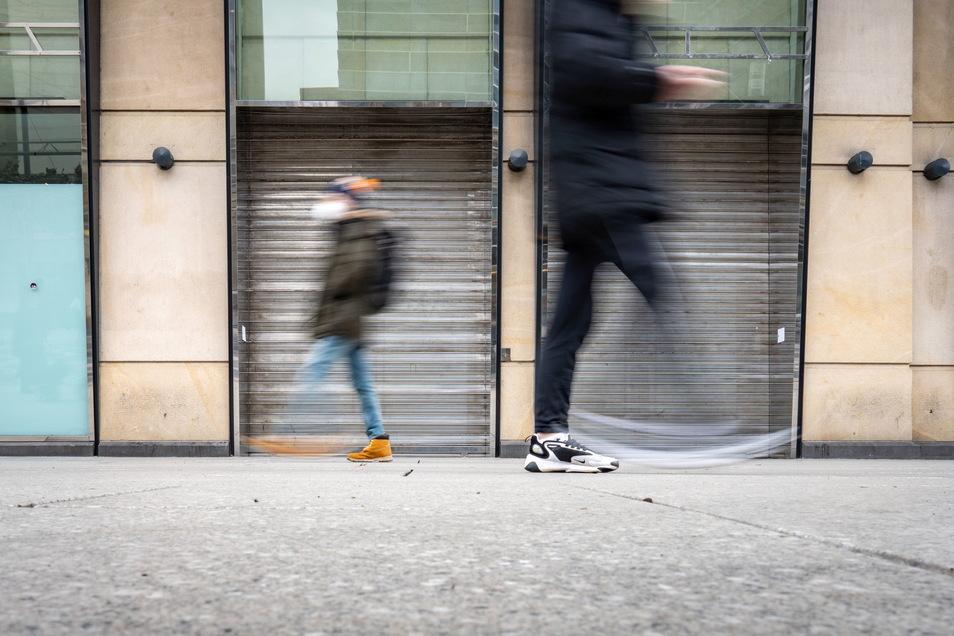 Verbraucher werden nach der Reform des Insolvenzrechts jetzt nach drei Jahren von Restschulden befreit.