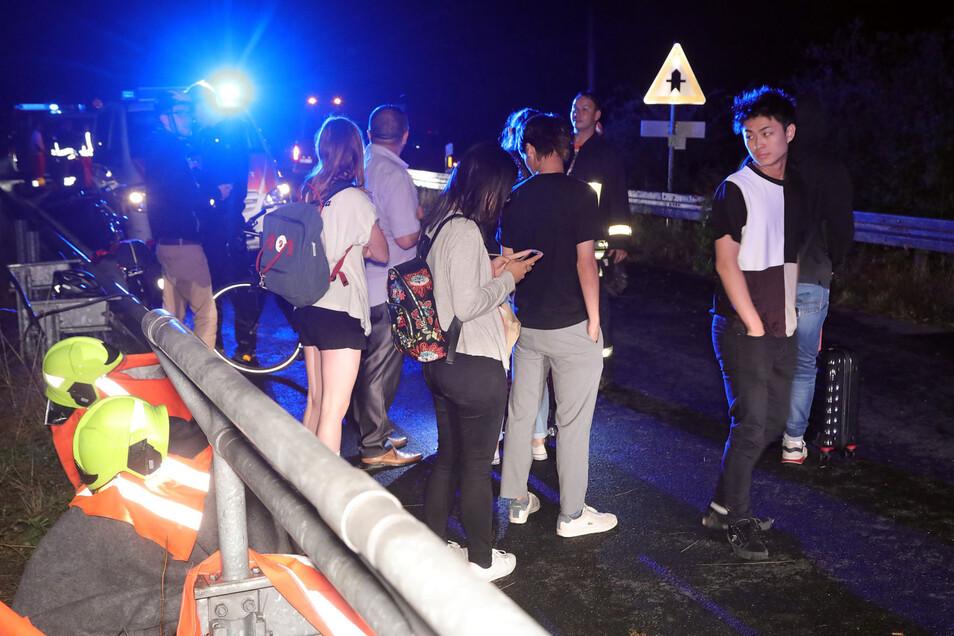Wie weiter? Die Passagiere wurden zunächst in eine Notunterkunft nach Ockrilla gebracht.