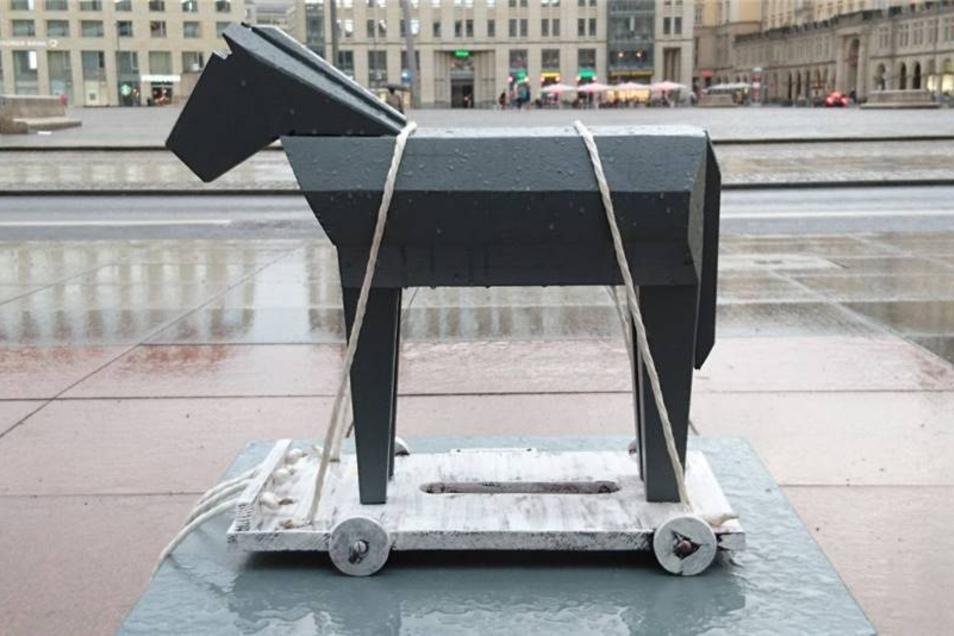"""Das Miniaturmodell des """"Trojanischen Pferdes"""" besitzt gar homereske Züge, verfügt über einen Schweif und die obligatorischen Räder."""