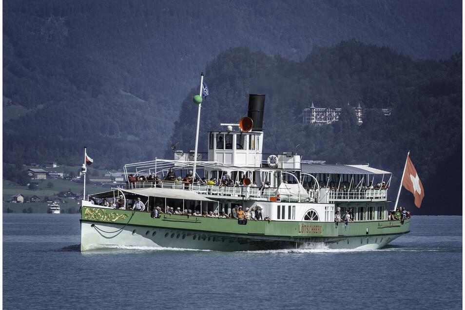 """1914 ist das Baujahr des Raddampfers """"Lötschberg"""". Als Kind fuhr Straubhaar mit diesem Schiff auf dem Brienzer See. Dampfer begeistern ihn bis heute."""