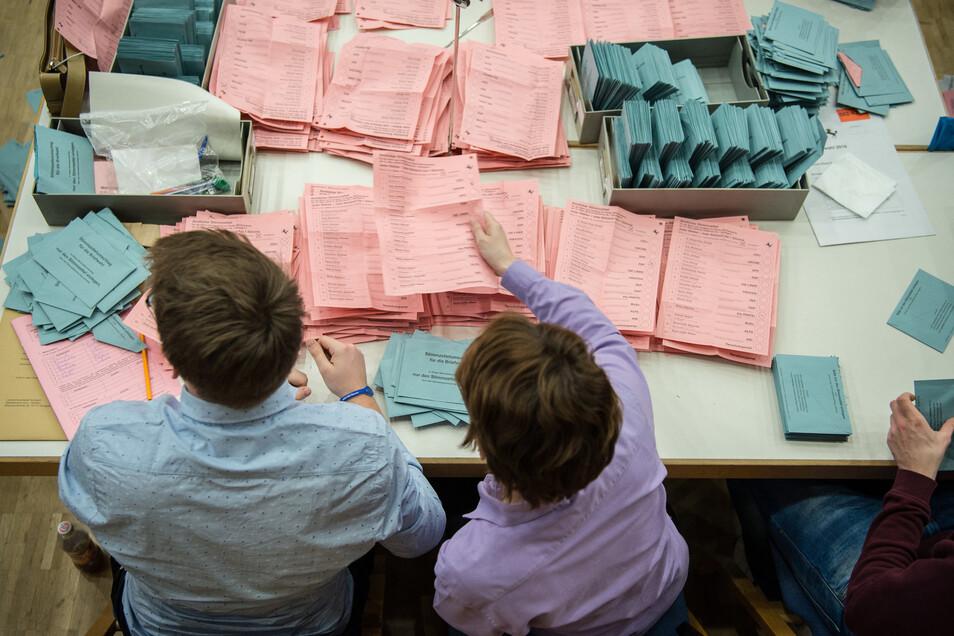 Freiwillige Wahlhelfer bekommen in Dresden ab Anfang Juli einen Termin für die Corona-Schutzimpfung.