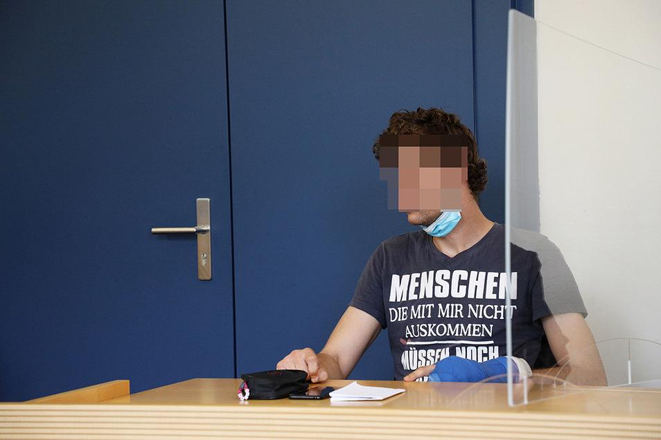 Ein 27-Jähriger soll in Riesaer Gartenlauben eingestiegen sein. Er selber sagt vor Gericht, sich Lauben lediglich aus Interesse angesehen zu haben.