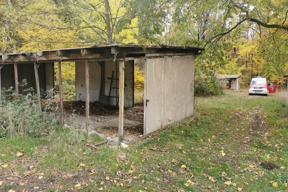 In dieser Baracke am Glaubitzer Waldrand wurde sehr wahrscheinlich Feuer gelegt.