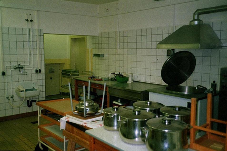 Das war der erste Eindruck, als Familie Schleiermacher 1993 die Räume ihrer künftigen Apotheke in Klingenberg besichtigte. Das war die Küche der Kinderkrippe.