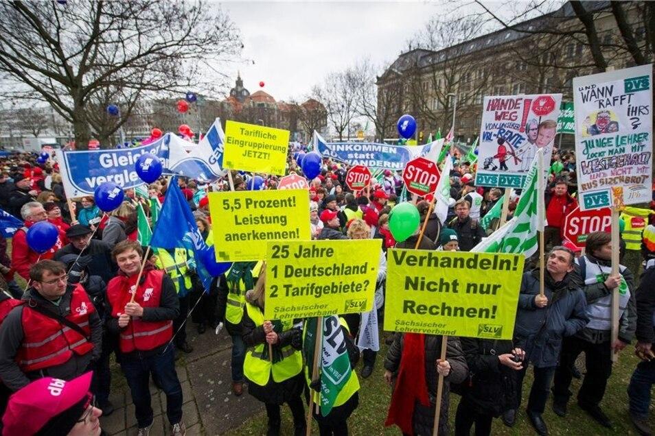 Öffentlicher Dienst im Ausstand: Tausende demonstrierten gestern in Dresden – nach GEW-Angaben auch fast jeder zweite Lehrer aus dem Kreis Bautzen.