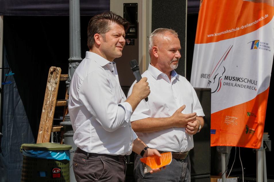 """Zittaus OB Thomas Zenker (links) und sein Hradeker Amtskollege Josef Horinka eröffneten den """"Sommer in der Stadt"""" am Sonnabend."""