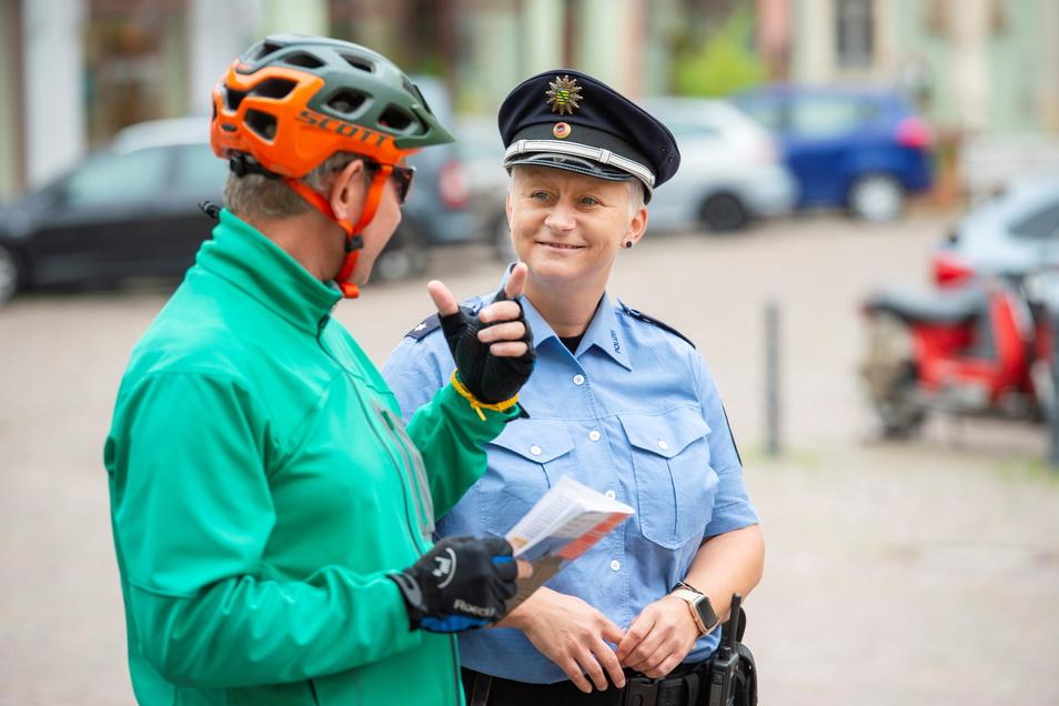 """""""Wo geht's denn hier zur Schmiedestraße?"""" Radtourist Thomas Ruck aus Heidelberg sucht das Tetzelhaus."""
