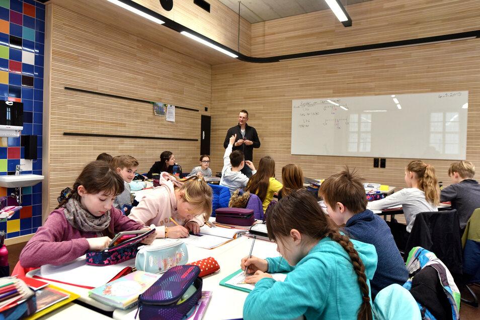 Lernen in der bunten, neuen Schulwelt: Seit dem Start des zweiten Halbjahrs diese Woche lernen die Schüler im neuen Haus der Zinzendorfschulen.