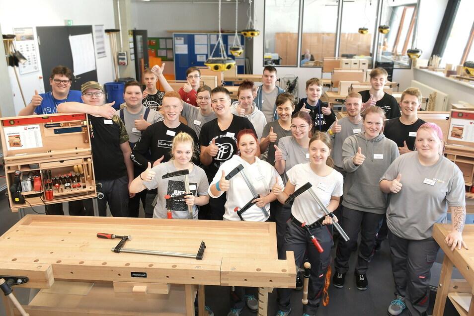 Das sind neuen Auszubildenden in der Reisemobilfabrik Capron in Neustadt.