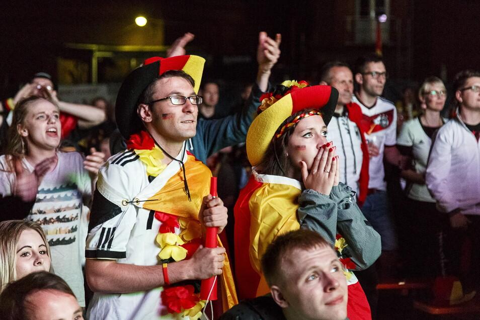 Public Viewing bei der EM 2016 bei Landskron: Beim Spiel Deutschland gegen Polen schlugen die Emotionen hoch.