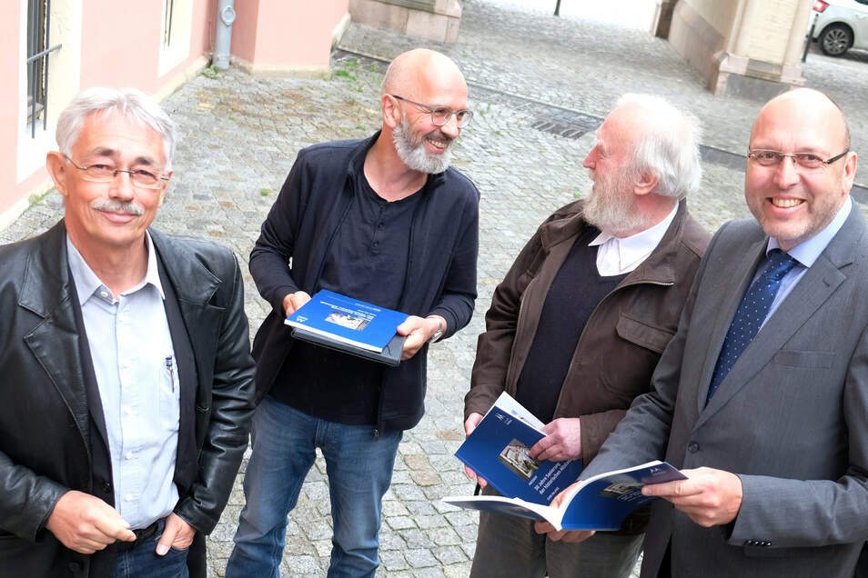 Freuen sich über eine gelungene Bilanz zur Stadtsanierung: Planer Claus-Dirk Langer, Gestalter Lars Ditscherlein, Architekt Georg Krause und OB Olaf Raschke.