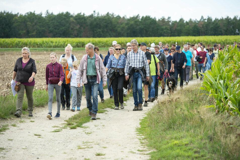 Es war ein Protest-Spaziergang von Anwohnern gegen den Kiesabbau in der Umgebung von Würschnitz.