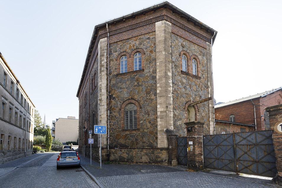 Das Oktogon an der Lunitz dient als Kulissenlager für das Theater. Jetzt hat die Stadt das löchrige Dach komplett sanieren lassen.