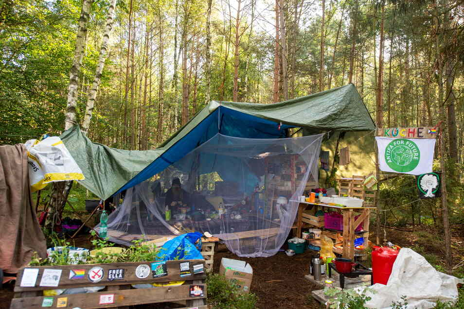 Das Heibo-Protestcamp in der Laußnitzer Heide bei Würschnitz. Die jugendlichen Aktivisten protestieren gegen die Erweiterung des Kiesabbaus in der Region und der damit verbundenen Abholzung des Waldes.