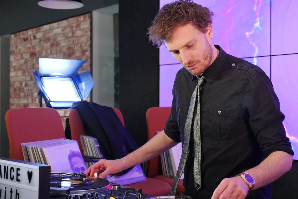DJ Mauf legte am Samstagabend im SZ-Newsroom auf.
