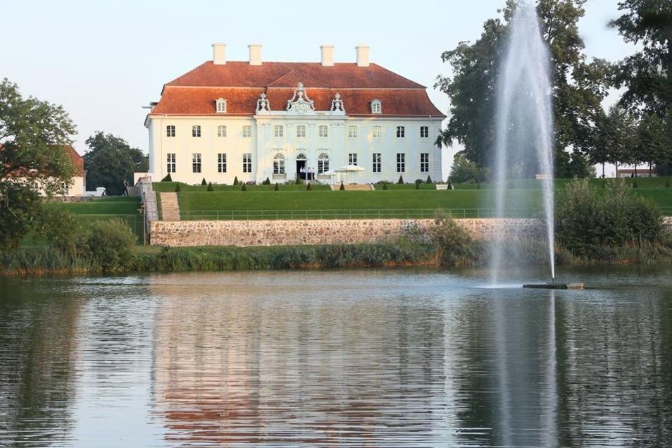 Das Gästehaus der Bundesregierung, aufgenommen von der Rückseite.