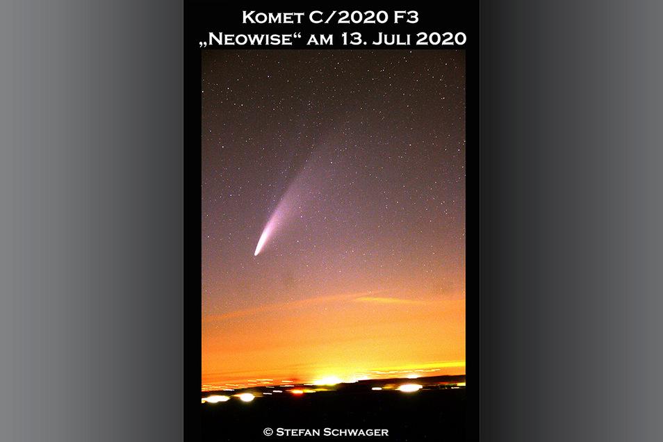 """Der charakteristische Schweif des Kometen entsteht durch die Gas- und Staubpartikel, die vom Sonnenwind """"weggepustet"""" werden. Über die Bewegungsrichtung sagen sie nichts aus."""