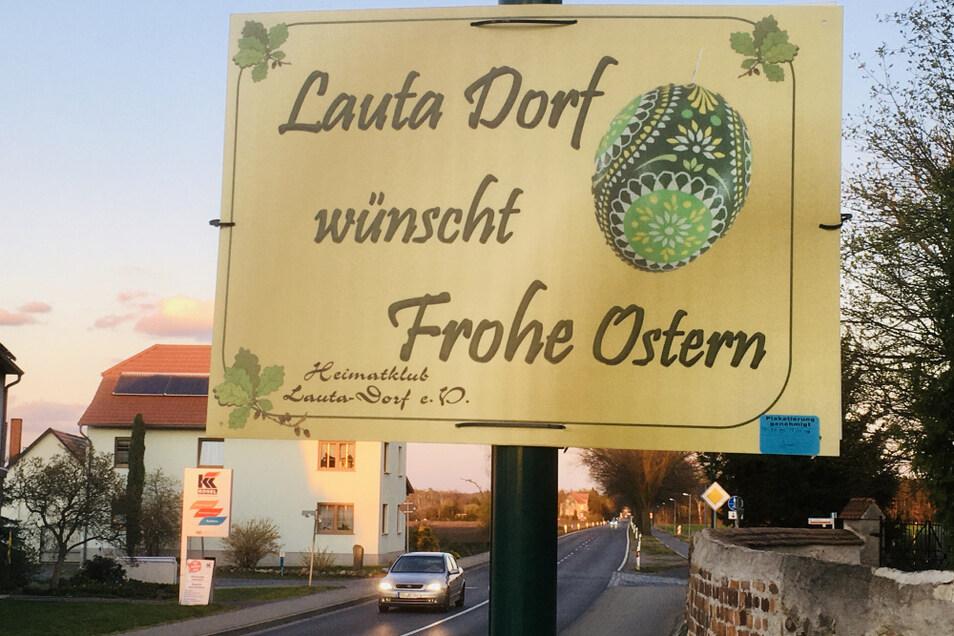 Ein sympathischer Gruß vom Straßenrand in Lauta Dorf. Auch bei künftigen Feiertagen plant der Heimatklub das Aufhängen solcher Plakate.