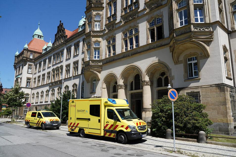 Der Rettungsdienst musste am Donnerstag zum Bautzener Amtsgericht ausrücken.