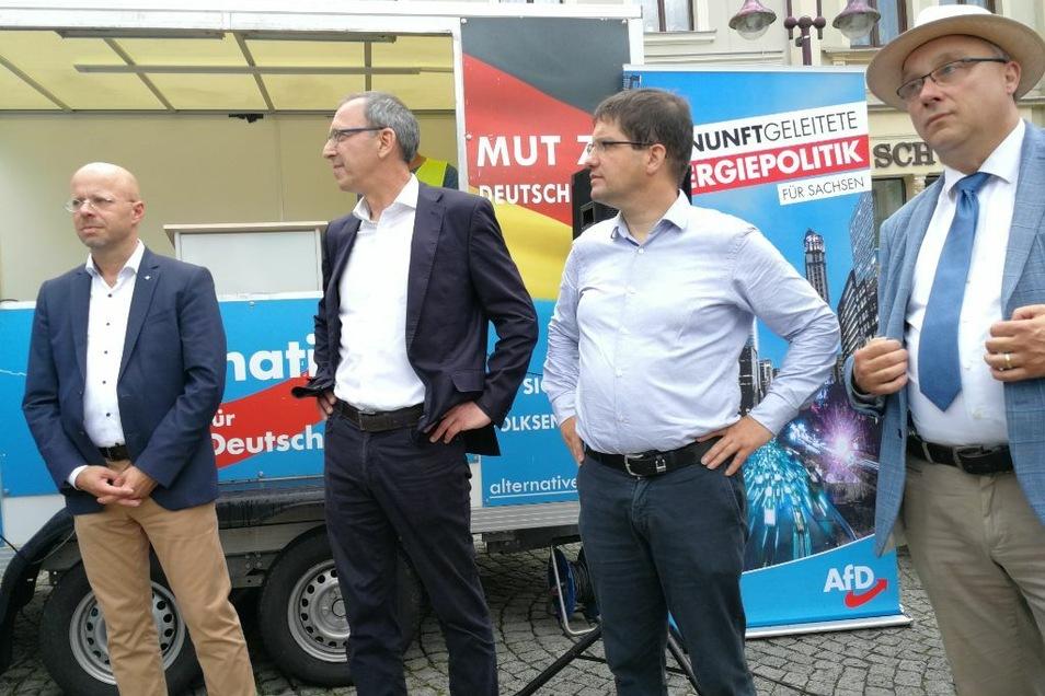 Bei einer Demonstration im Juni 2020 stellten sich sächsische AfD-Größen wie Jörg Urban (2.v.l.) und Jens Maier (r.)demonstrativ hinter Andreas Kalbitz (l.), der gerade aus der Partei geworfen worden war.