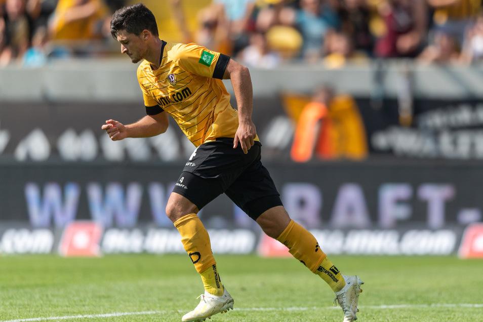 Dynamos Jannis Nikolaou nach seinem Tor zum 2:3.