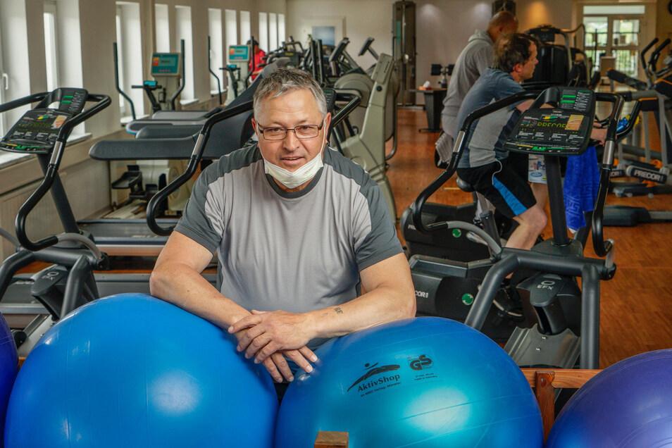 Rudi Eisenblätter freut sich, dass er die Mitglieder wieder in seinem Fitnesstudio in Bischofswerda begrüßen kann.
