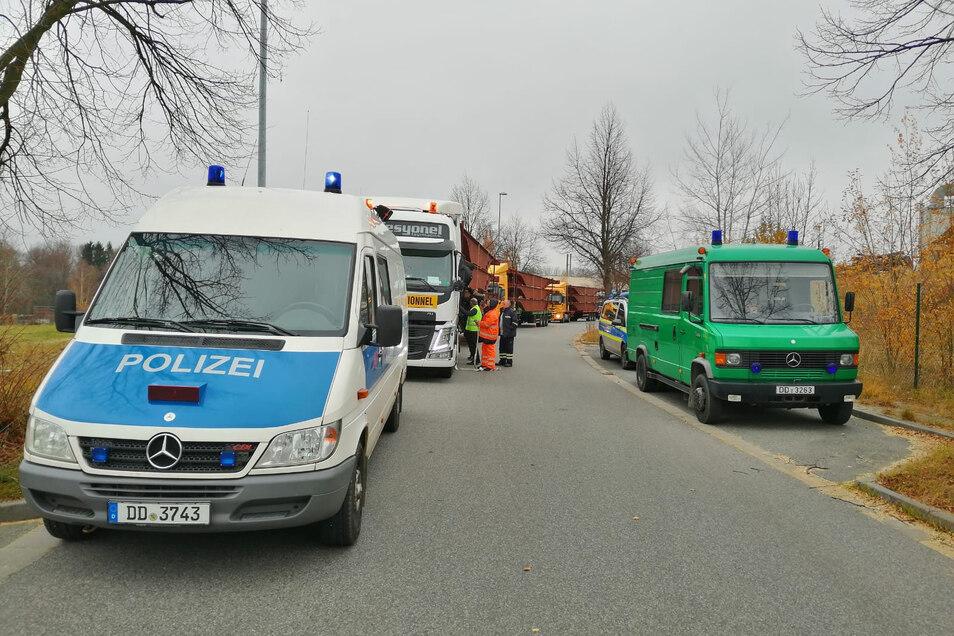 Verkehrspolizisten haben die Schwerlasttransporte auf der Weststraße in Löbau kontrolliert.