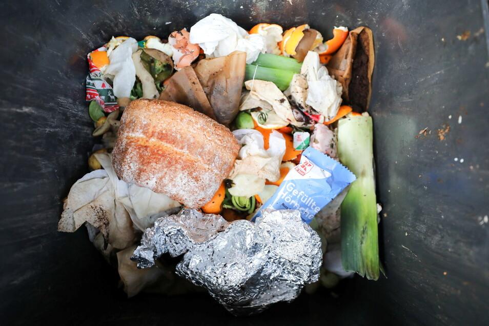 Jährlich landen in Deutschland rund 12 Millionen Tonnen Lebensmittel im Müll.