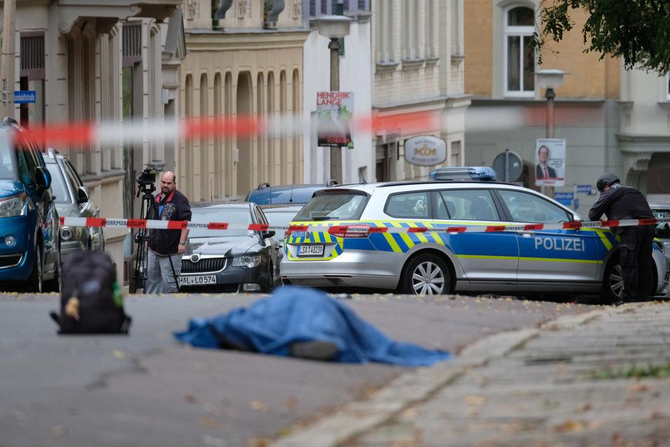Eines der Opfer wurde gegenüber der Synagoge von Schüssen tödlich getroffen.