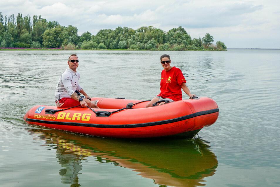 Warum gibt es keine Badeaufsicht am Bautzener Stausee? Das fragen die Rettungsschwimmer des Vereins DLRG, die regelmäßig auf dem Gewässer trainieren.