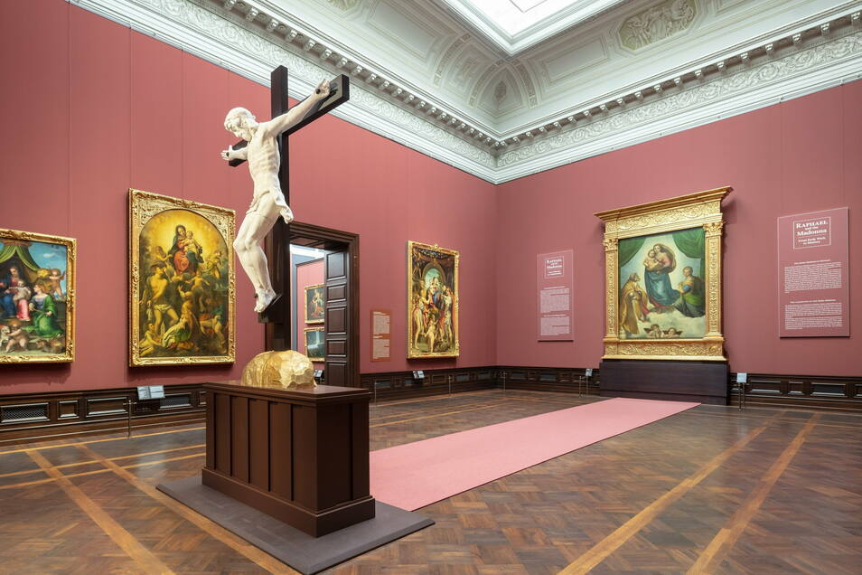 """Blick in den Galeriesaal mit Raffaels """"Sixtinischer Madonna"""" Foto: SKD, Foto: Klemens Renner"""