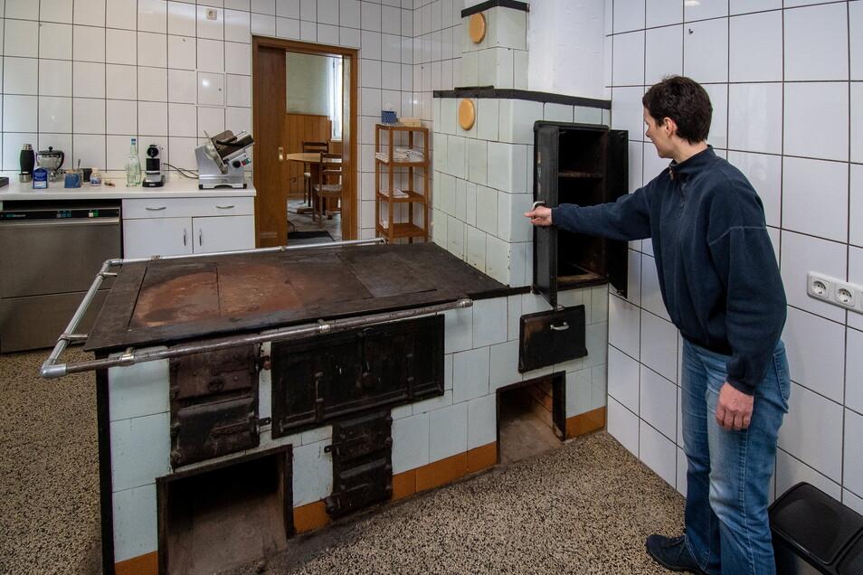 Der alte Küchenofen soll erhalten bleiben, wenn auch nicht an dieser Stelle. Die Frau des Vorbesitzers hatte bis zuletzt darauf gekocht.