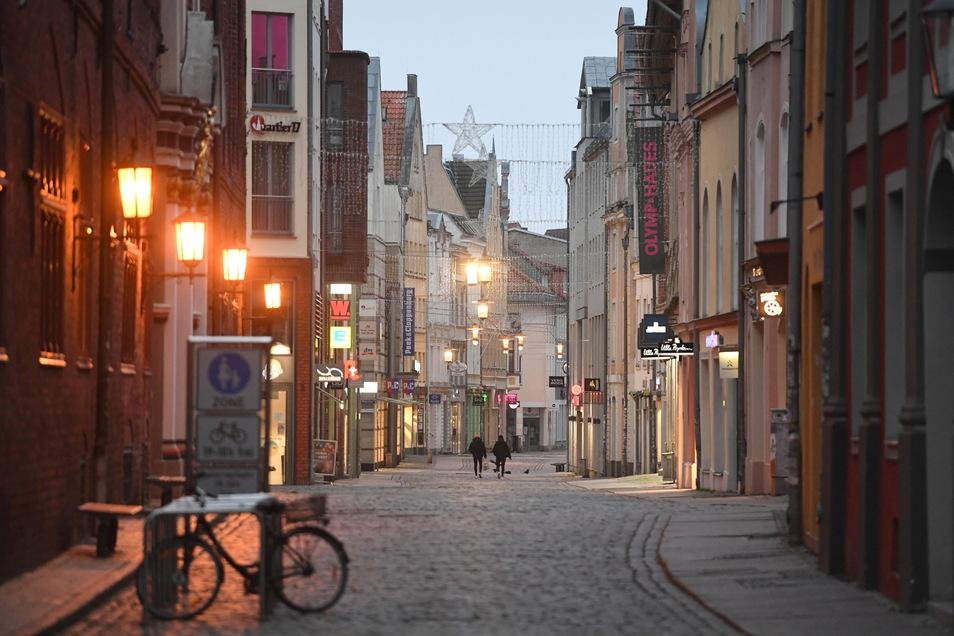 Sieht aus wie Meißen, ist aber Stralsund: Im Kreis Vorpommern-Rügen öffnet ab 14. Mai der Einzelhandel wieder. Allerdings liegt hier in die Inzidenz bei 35 und nicht bei 131, wie im Landkreis Meißen.