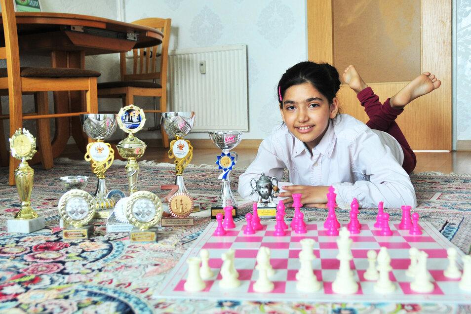 Kleines Schachwunder:  die Iranerin Yassamin vom Moradi SV Traktor Priestewitz.
