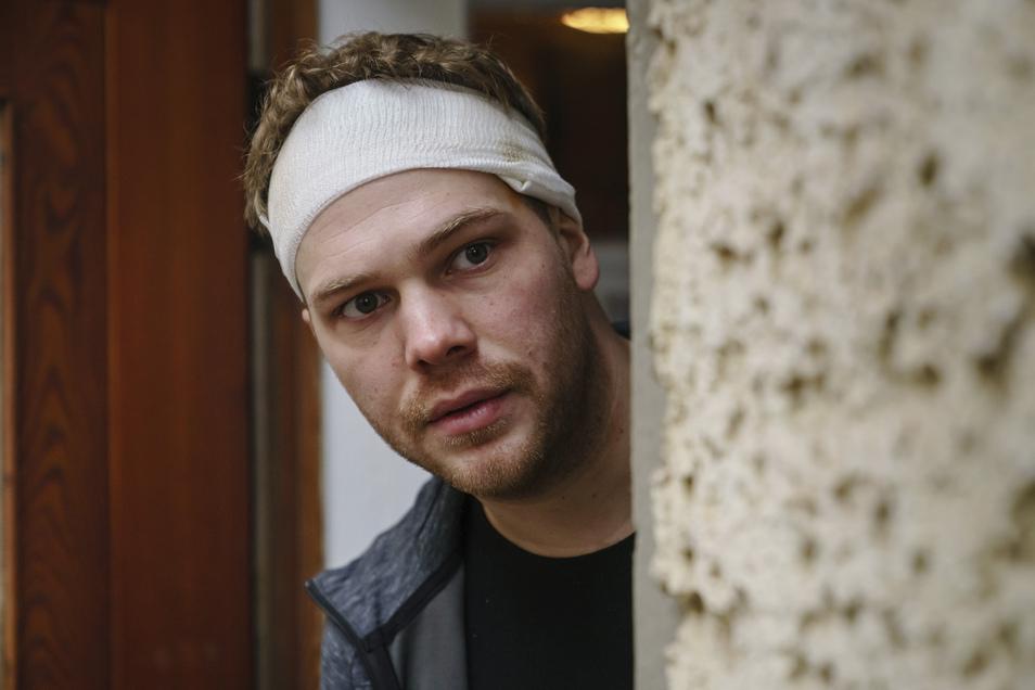 Alex (Ben Münchow) ist aus der Drogenszenen ausgestiegen, hat gegen Dealer ausgesagt und lebt im Zeugenschutzprogramm mit seiner Frau. Als die erschossen wird, muss auch Ben um sein Leben fürchten.