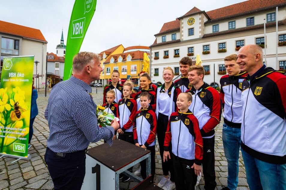 ...und nach der Wiederkehr: Namens der VBH gratulierte Aufsichtsrats-Chef Uwe Blazejczyk.