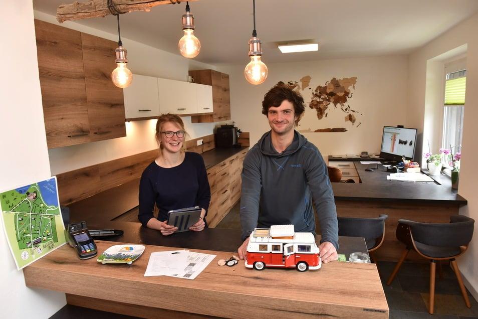 Die Campingplatz Galgenteich-Pächter Marcel Gundel und Lea Wojzischke haben die Rezeption vergrößert und komplett erneuert.