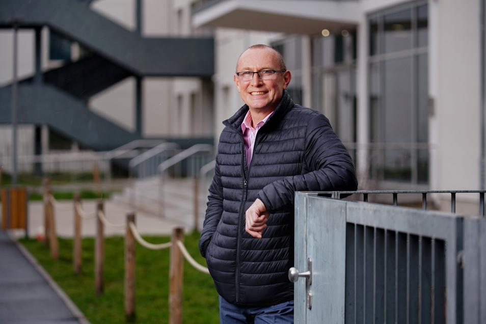 Schulleiter Mathias Gläsel ist gleichzeitig Sportlehrer und Step-Trainer.