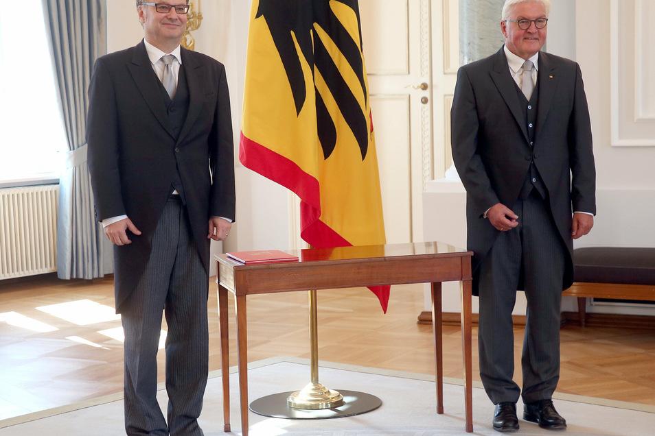 Der Botschafter der Tschechischen Republik in Deutschland Tomas Kafka gemeinsam mit Bundespräsident Frank-Walter Steinmeier(r).