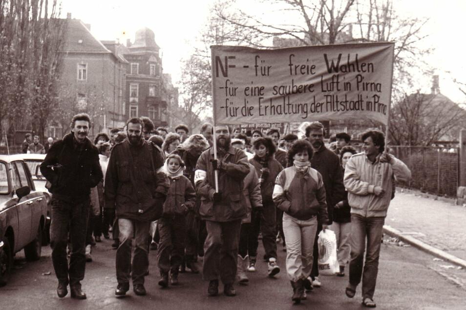 Erste Demonstration in Pirna am 19. November 1989: Vom Friedensgebet zur Deutschen Einheit.